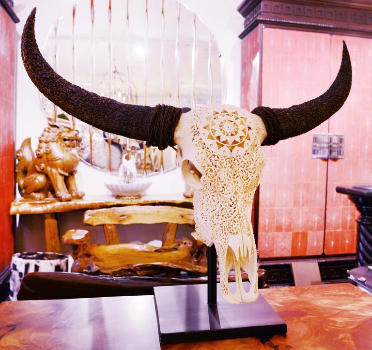 Buffalo Skull Hand-Carved Star Sculpture In New Condition For Sale In Paris, FR