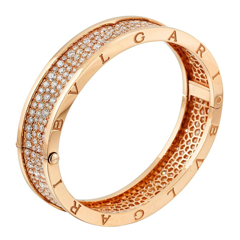 An iconic Bulgari Bzero1 bangle bracelet adorned with 9.52ct of the finest round brilliant cut diamonds. The bracelet measures a size small, and will fit a wrist of up to 6 1/2
