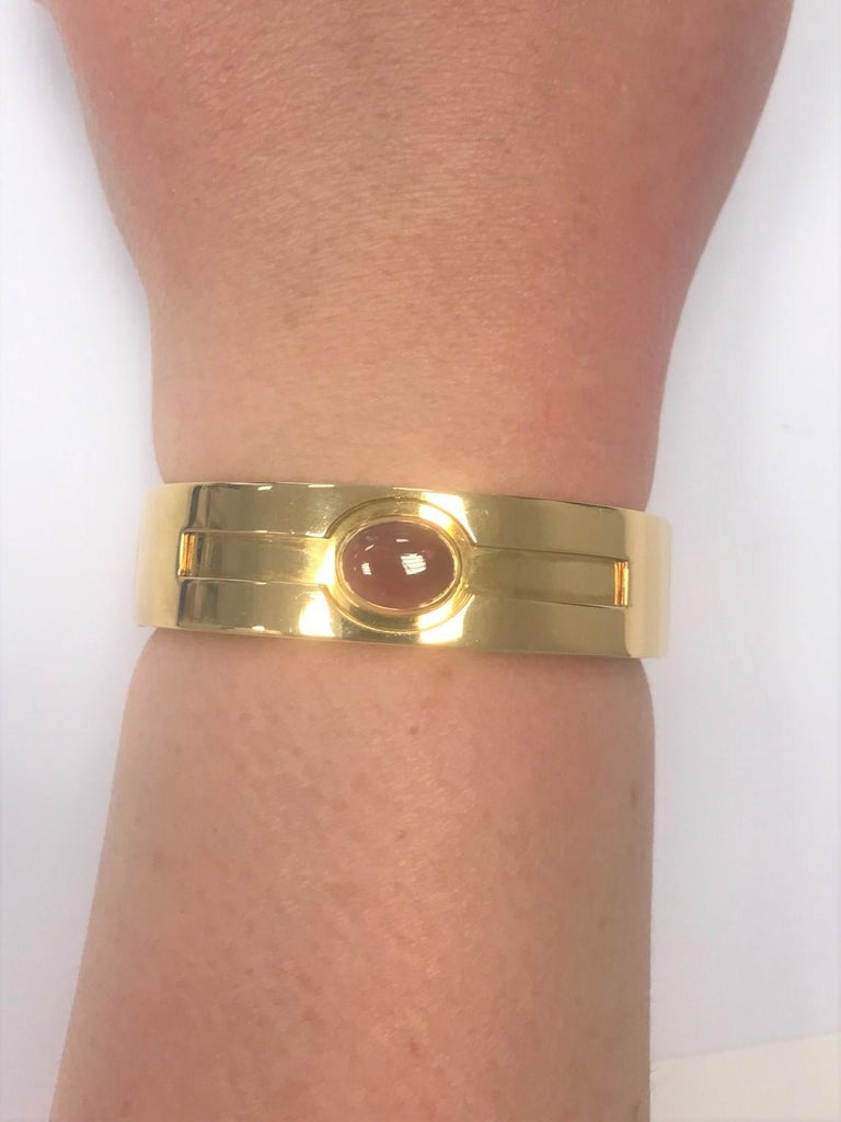 Bulgari Cabochon Ruby and 18 Carat Yellow Gold Hinged Bracelet Bangle For Sale 1