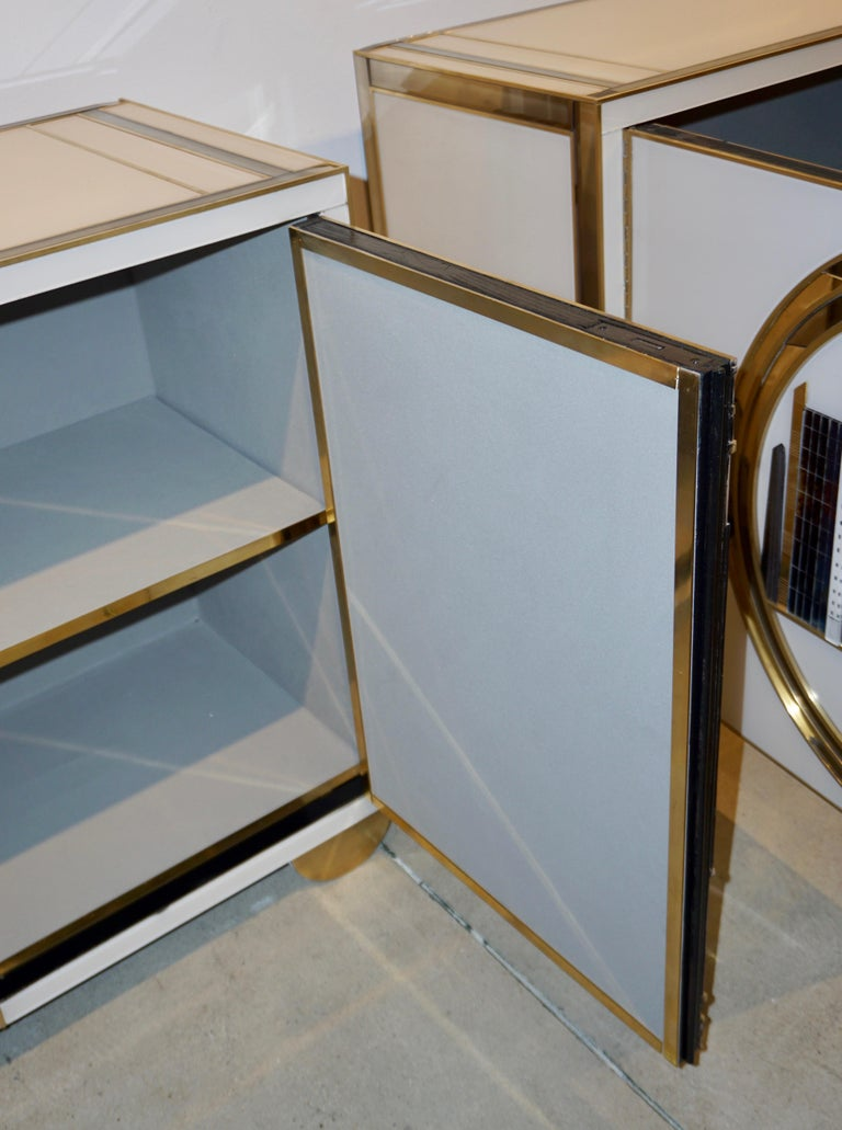 Italian Contemporary Bespoke Ivory Cabinets with New York Blue & Gold Sculpture For Sale 8