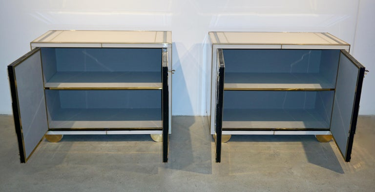 Italian Contemporary Bespoke Ivory Cabinets with New York Blue & Gold Sculpture For Sale 3