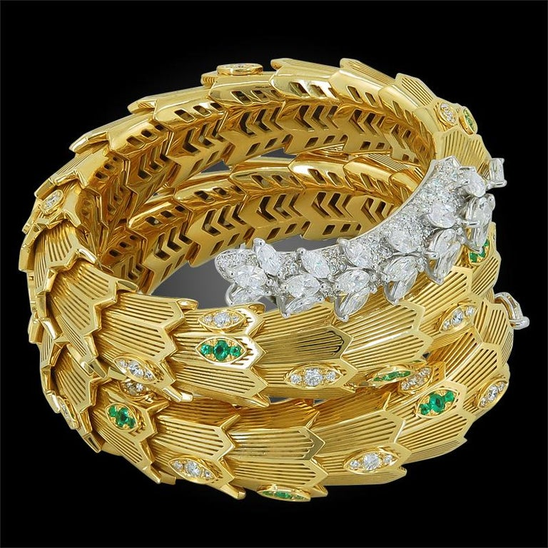 Bulgari Diamond and Emerald Serpenti Gold Bracelet In Good Condition For Sale In New York, NY