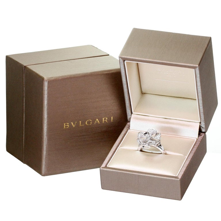 Bulgari Divas' Dream Diamond White Gold Flower Ring In Excellent Condition For Sale In New York, NY