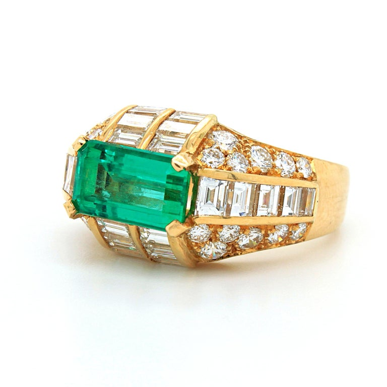 Bulgari Emerald and Diamond Trombino Ring, ca. 1970s In Excellent Condition For Sale In Idar-Oberstein, DE