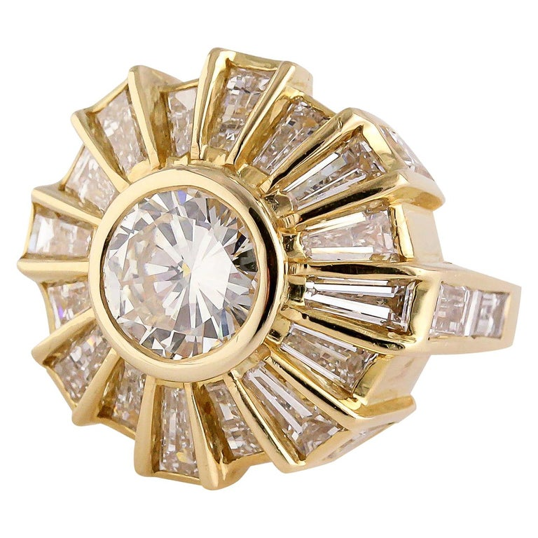 Bulgari Estate Diamond and 18 Karat Gold Cocktail Ring For Sale