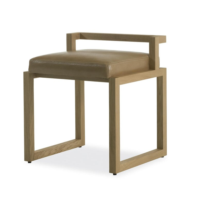 This stunning chair will make a statement in a modern home, where it will be a precious seating option around a dining table, in an entryway or behind a desk, and will add a sculptural decoration that will not go unnoticed. Its structure in durmast