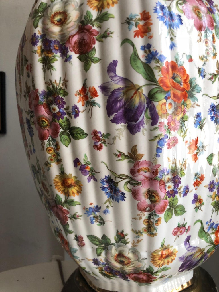 Chinese Chinoiserie Porcelain Gilt Floral Ginger Jar Hand-Painted Table Lamp, Monumental For Sale