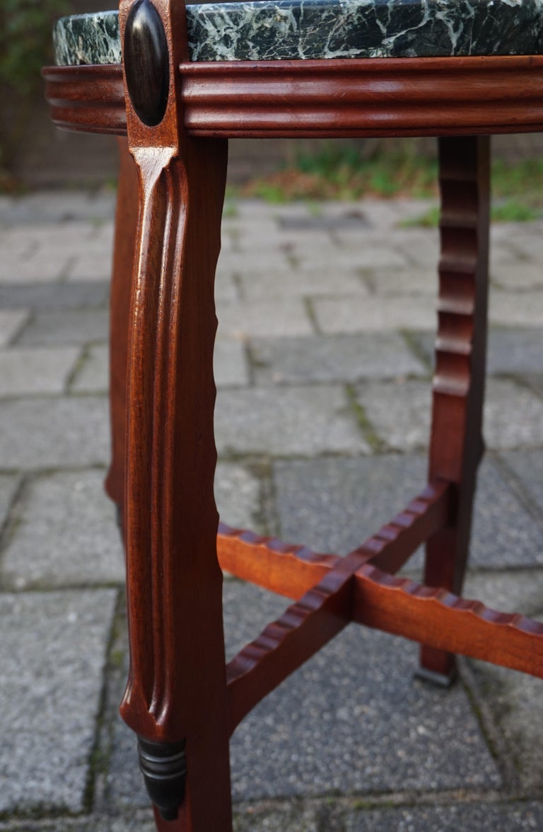 Mahogany and Marble Arts and Crafts Wine Table / Plant Stand / End Table In Good Condition For Sale In Lisse, NL