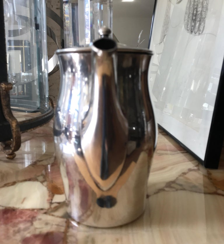 Midcentury Hotel Silver Coffee Pot In Good Condition For Sale In Chicago, IL