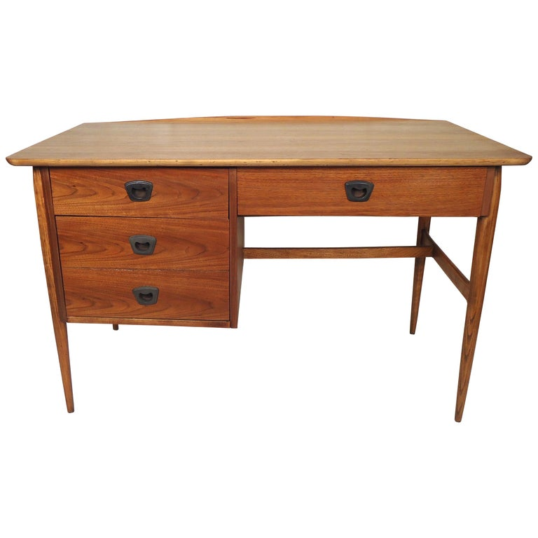 Mid-Century Modern Desk by Bassett Furniture For Sale at 1stdibs