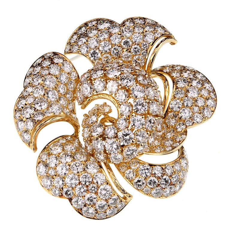 Bulgari Vintage Bring Back The Brooch 34 Carat Pave Diamond Gold Floral Brooch In Excellent Condition For Sale In Feasterville, PA