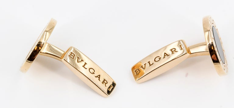Bulgari Onyx and 18 Karat Gold Round Cufflinks In Excellent Condition For Sale In New York, NY