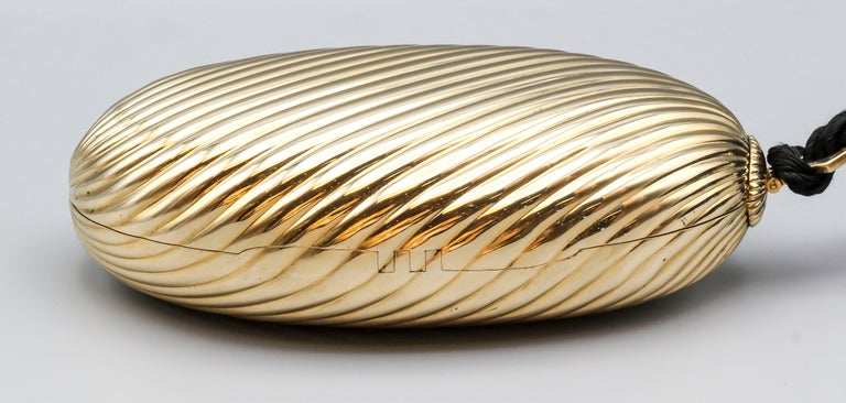 Bulgari Sapphire 18 Karat Gold Melon Purse Evening Bag In Good Condition For Sale In New York, NY