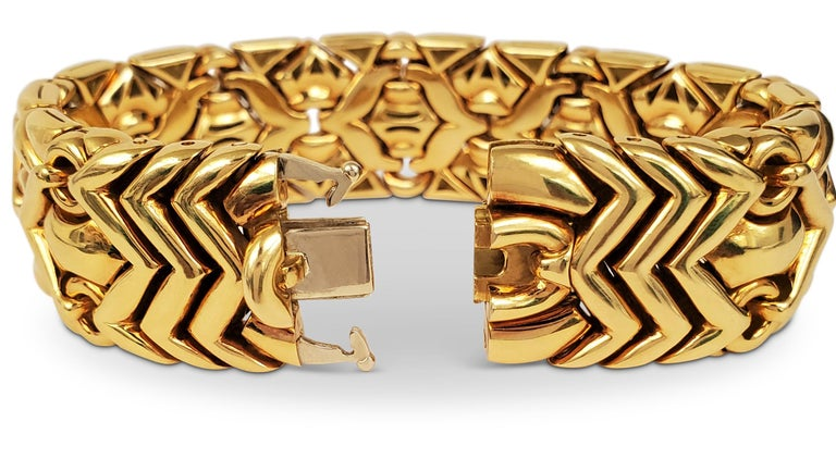 Bulgari Trika Yellow Gold Bracelet In Excellent Condition For Sale In New York, NY