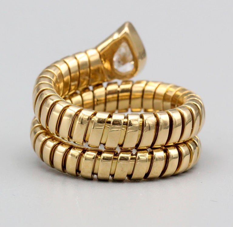 Bulgari Tubogas Diamond and 18 Karat Yellow Gold Flexible Snake Ring In Excellent Condition For Sale In New York, NY