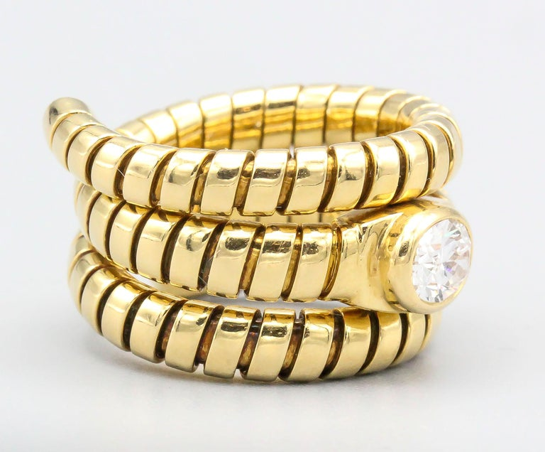 Elegant 18K yellow gold and diamond ring from the