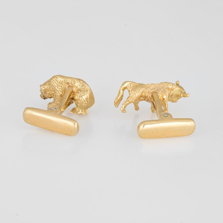 Finely detailed pair of Bull & Bear cufflinks crafted in 18k yellow gold.   The Bull & Bear feature lifelike details and the cufflinks have a nice weighty feel (17.9 grams). Ideal for day or evening wear.   The earrings are in very good original