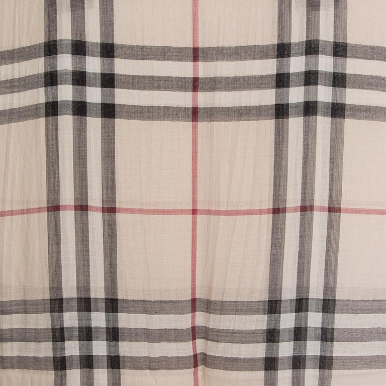 BURBERRY beige wool & silk CHECK Scarf Shawl In Excellent Condition For Sale In Zürich, CH