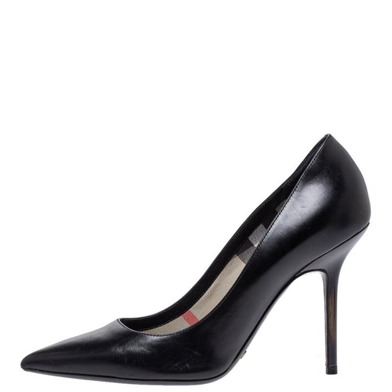 This pair of pumps from Burberry is a perfect example of exquisite design. Flaunt style at its best with these beautiful leather pumps that come designed with pointed toes, signature check printed on the lining, and stiletto heels. These exclusive