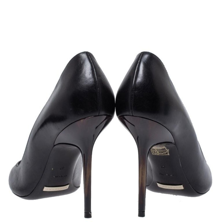 Women's Burberry Black Leather Pointed Toe Pumps Size 37 For Sale