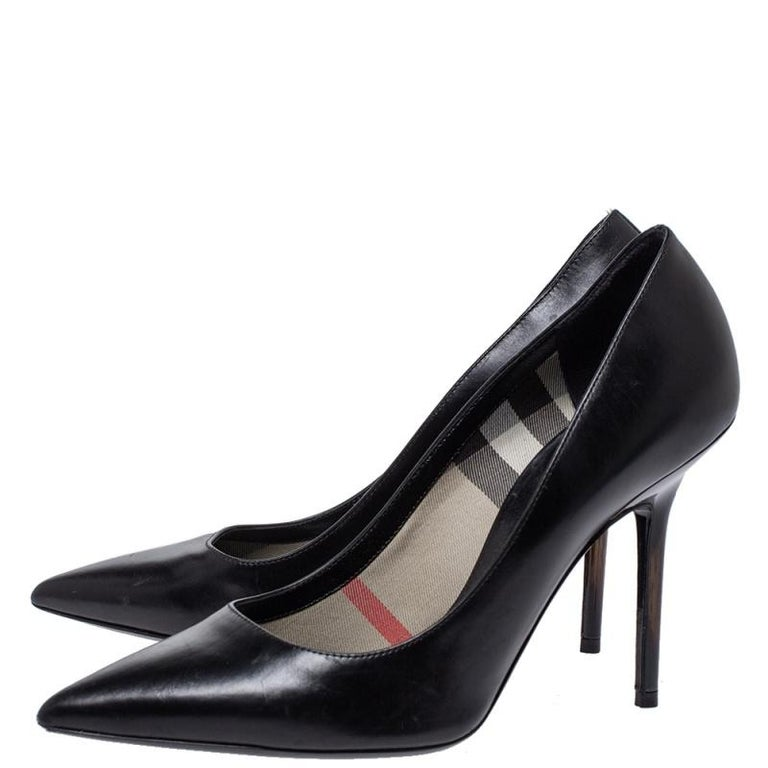 Burberry Black Leather Pointed Toe Pumps Size 37 For Sale 1