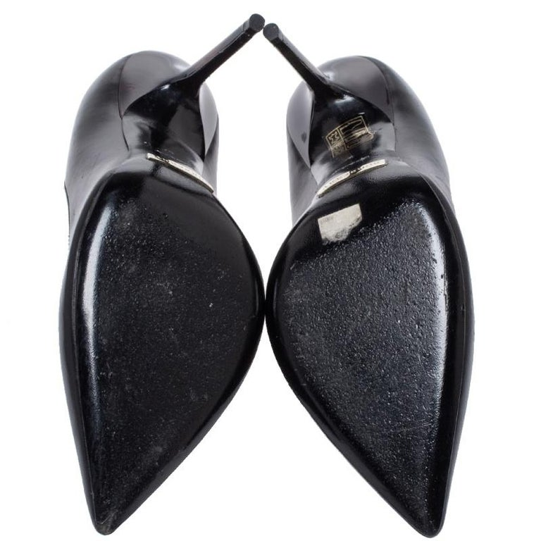 Burberry Black Leather Pointed Toe Pumps Size 37 For Sale 3