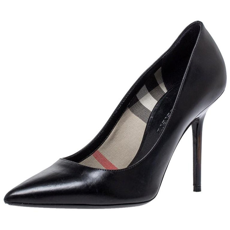 Burberry Black Leather Pointed Toe Pumps Size 37 For Sale