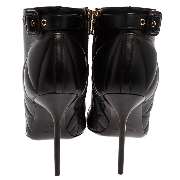 Burberry Black Leather Trench Alexandra Pointed Toe Ankle Booties Size 40 In New Condition For Sale In Dubai, Al Qouz 2