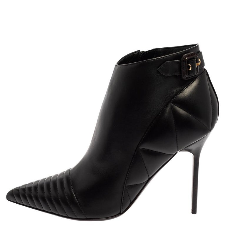 Burberry Black Leather Trench Alexandra Pointed Toe Ankle Booties Size 40 For Sale 1