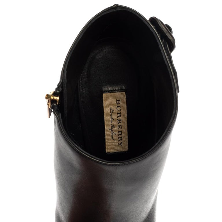Burberry Black Leather Trench Alexandra Pointed Toe Ankle Booties Size 40 For Sale 2