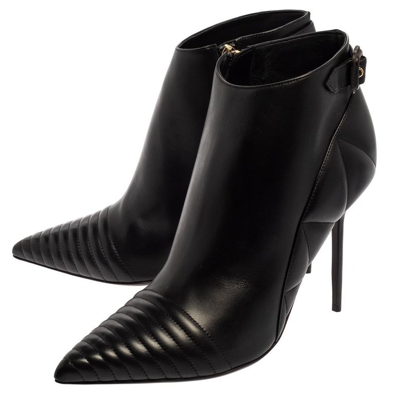 Burberry Black Leather Trench Alexandra Pointed Toe Ankle Booties Size 40 For Sale 3