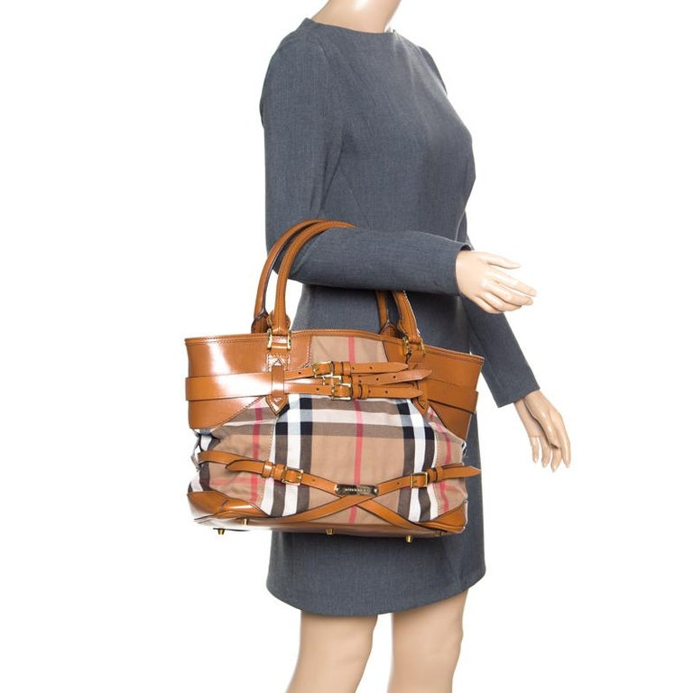 4f74ffe43df9 This stylish tote from Burberry has been crafted from signature House check  canvas and brown leather