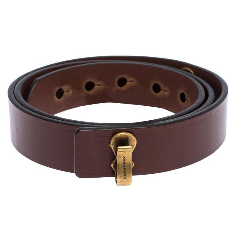This Burberry Ashmore belt is absolutely fabulous. The amazing brown leather belt shines with its gold-tone hardware in the form of the engraved lock. On the backside is the embossed name of the brand. The belt is classic, stylish and perfect for