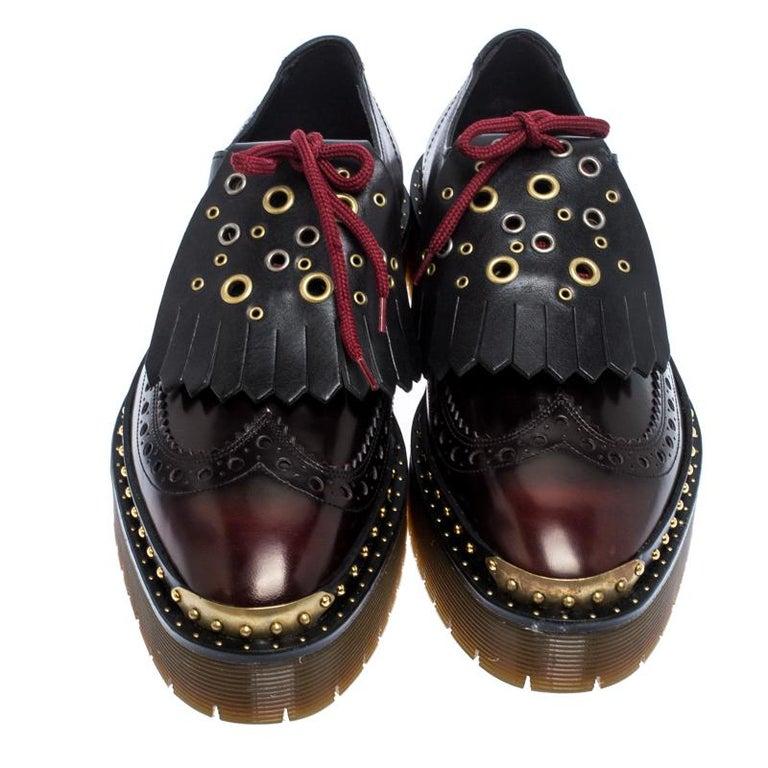 Burberry Burgundy/Black Leather Kiltie Fringe Slip On Sneakers Size 40 In Excellent Condition For Sale In Dubai, Al Qouz 2