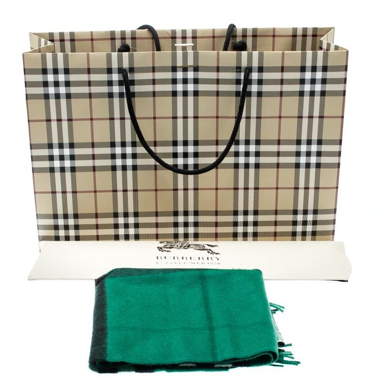 Burberry Emerald Green Classic Novacheck Cashmere Muffler For Sale 2