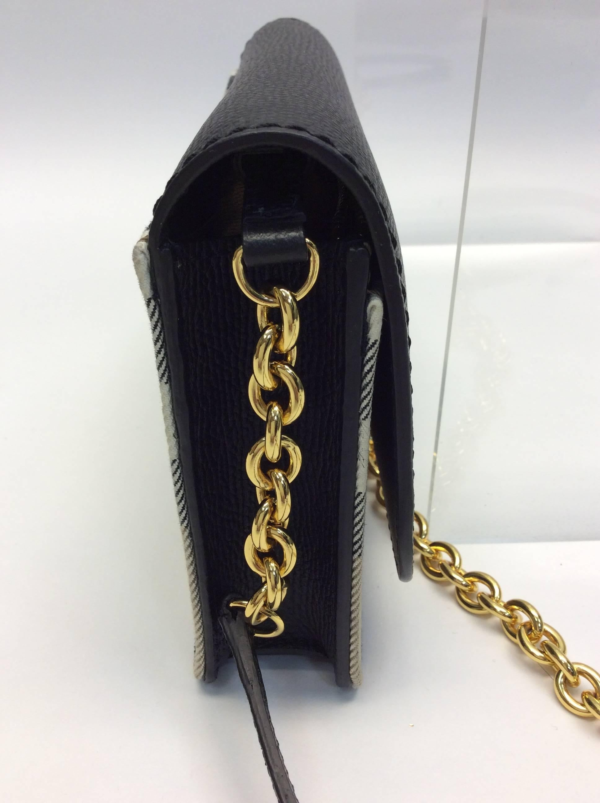 Burberry Hampshire Leather Wallet On Chain For Sale at 1stdibs f72ab9c5bd256
