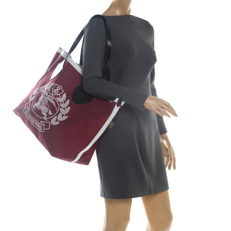 Burberry Maroon/Black Archive Logo Canvas And Leather Giant Tote In Excellent Condition In Dubai, Al Qouz 2