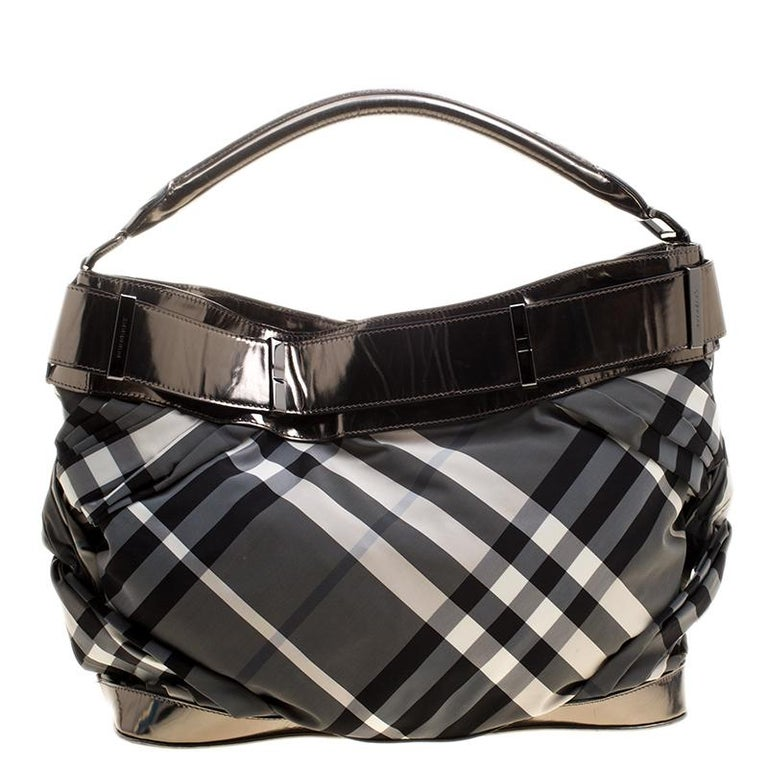 7e9cd41bc7d3 Burberry Metallic Grey Beat Check Nylon and Leather Shoulder Bag In Good  Condition For Sale In