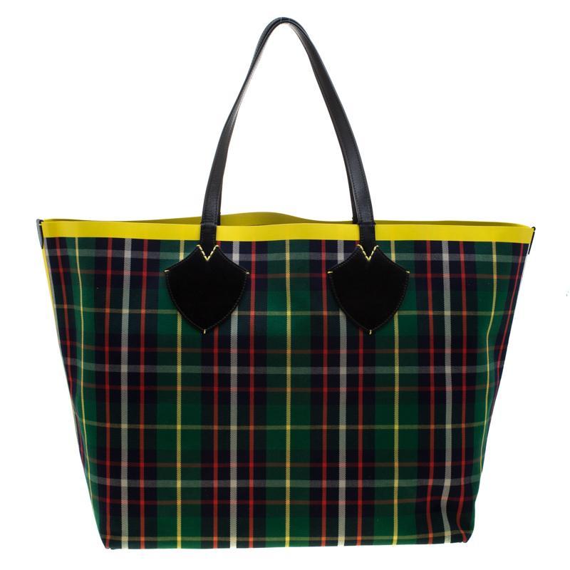 black burberry design reversible tote bag