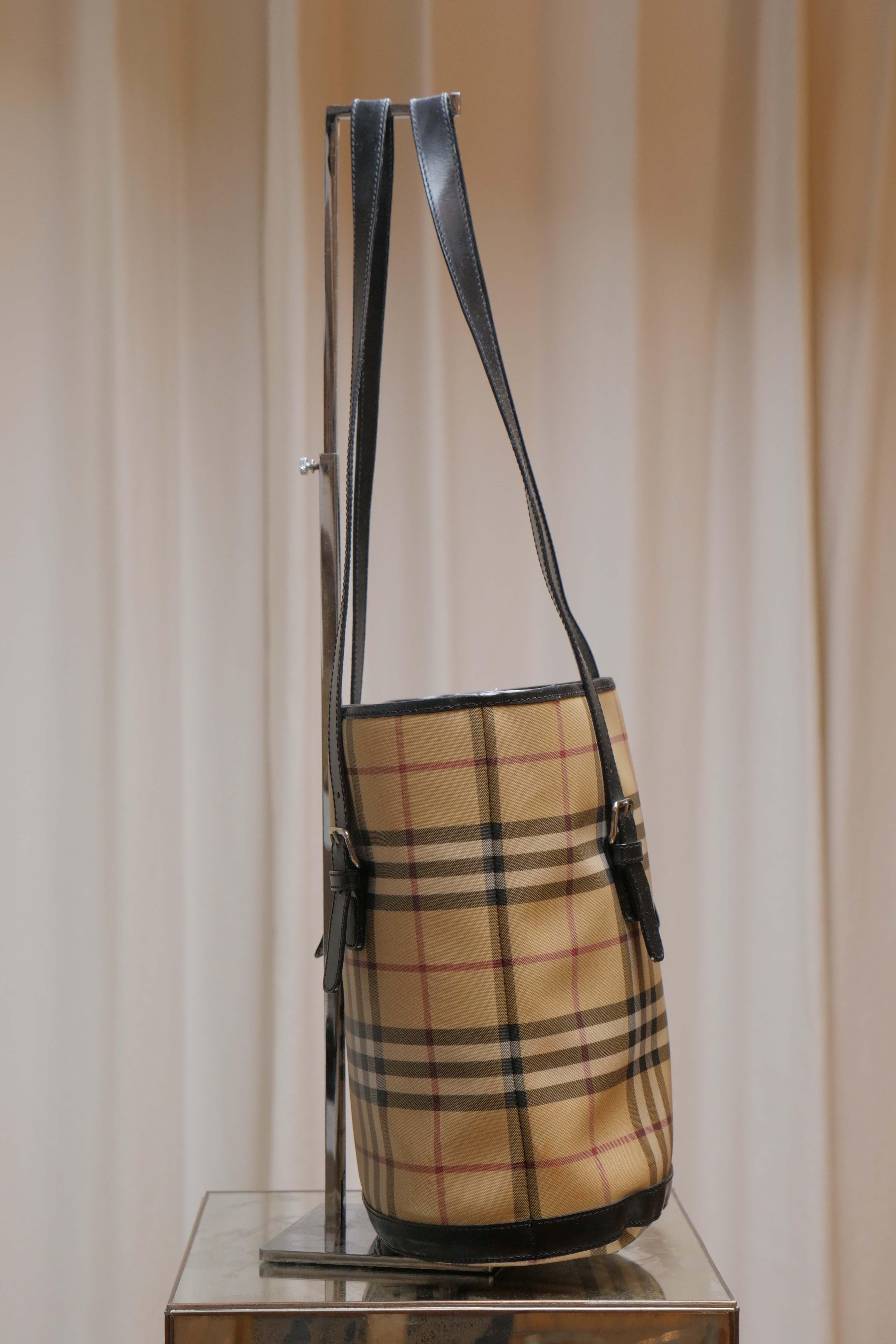 f5aab73bae8d Burberry Nova Check Bucket Bag For Sale at 1stdibs