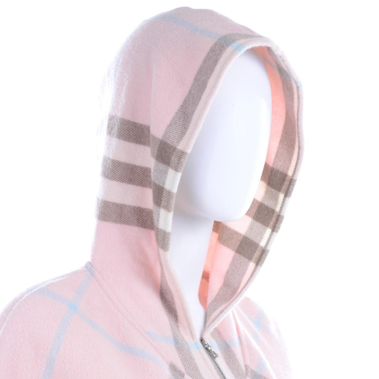 Burberry Pink Plaid Poncho in Cashmere & Wool with Hood For Sale 3