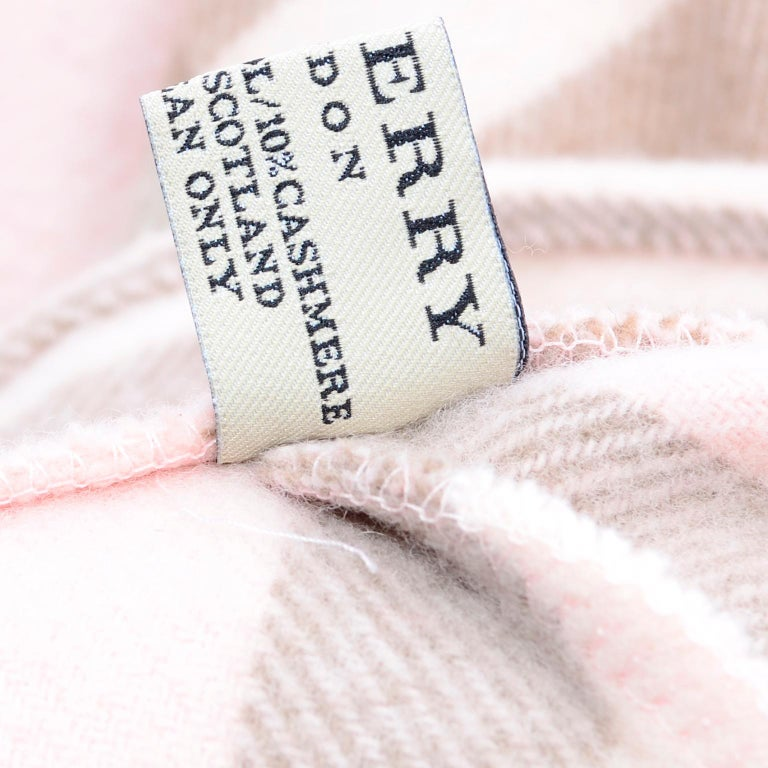 Burberry Pink Plaid Poncho in Cashmere & Wool with Hood For Sale 4