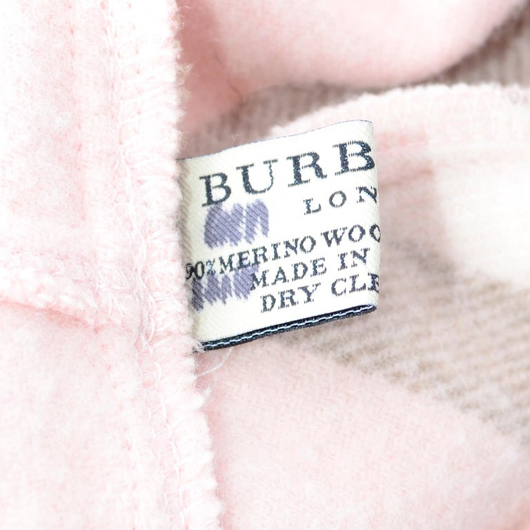 Burberry Pink Plaid Poncho in Cashmere & Wool with Hood For Sale 5