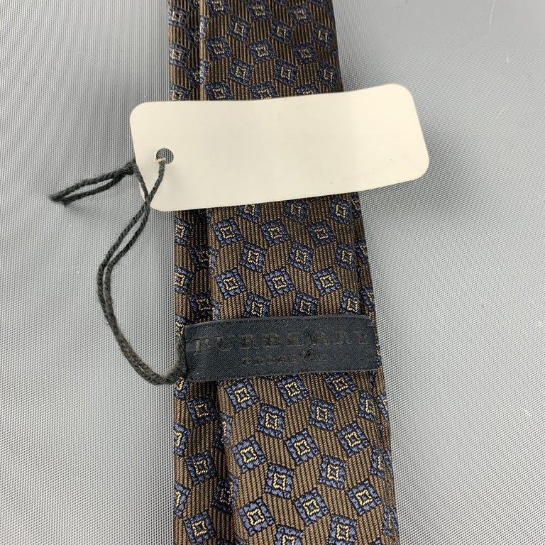 BURBERRY PRORSUM Brown & Navy Square Print Silk Skinny Tie In New Condition For Sale In San Francisco, CA