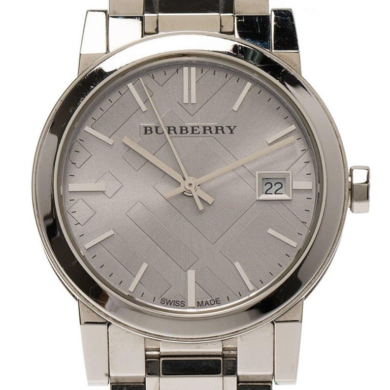 Burberry Silver Stainless Steel Heritage Collection Women's Wristwatch 36MM In Fair Condition For Sale In Dubai, Al Qouz 2