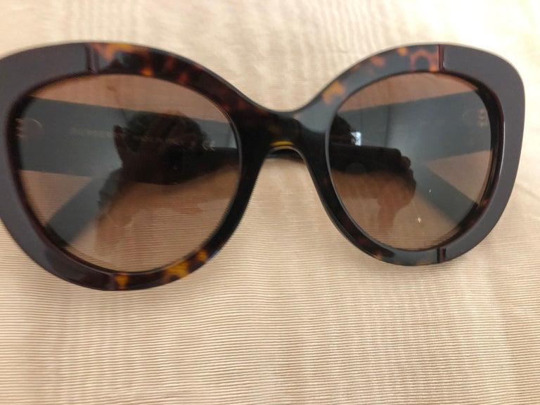 Women's or Men's Burberry Sunglasses Model #B4253 3655/13 Unisex For Sale