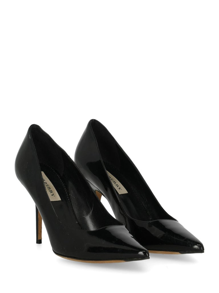 Shoe, leather, solid color, shiny effect, patent, pointed toe, branded insole, stiletto heel, high heel  Includes:- Dust bag  Very Good Heel: slightly visible scratches. Sole: visible signs of use. Upper: visible halos, visible scratches. Insole: