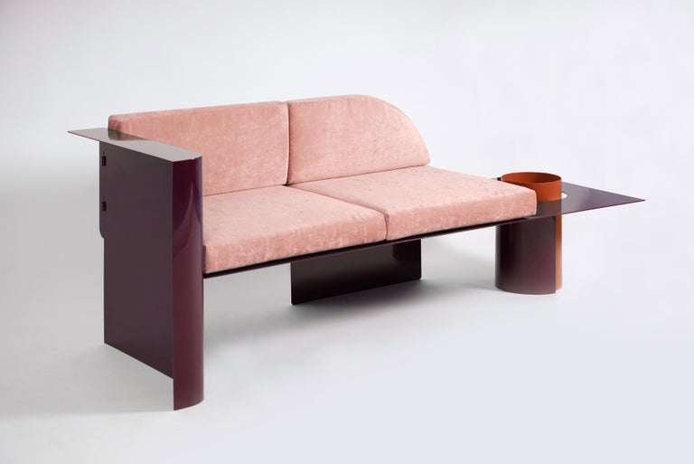 This Avant Garde sofa is made of high quality powder-coated steel. The sofa can be complemented by a plant in a special pot-leg. Also, the sofa can be used with or without back cushions.