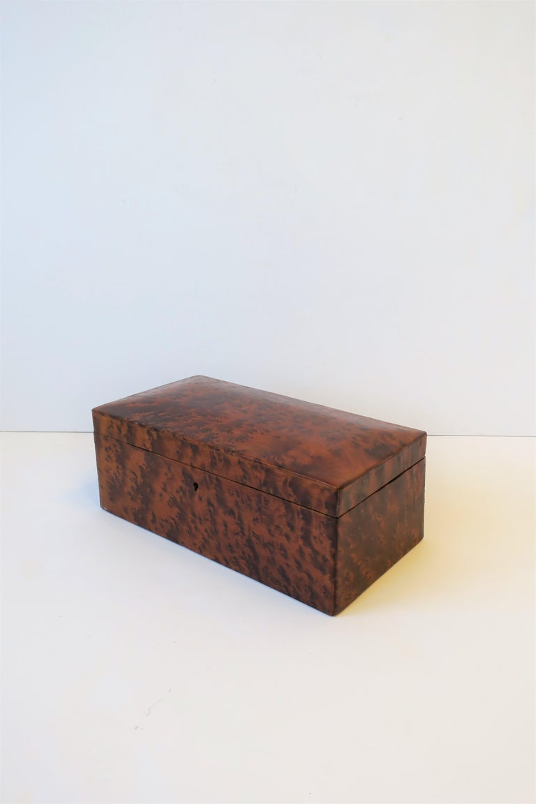 Vintage Burl Wood Box In Good Condition For Sale In New York, NY