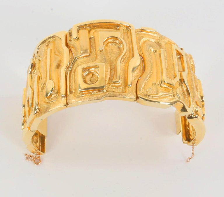 Burle Marx Gold 18 Karat Cuff Bracelet Estate Fine Jewelry Awesome and finely detailed Iconic 18 Karat Gold Cuff Bracelet; marked: BURLE MARX 750. Hand crafted by World Renowned Brazilian Jewelry Designer, Haroldo Burle Marx. The bracelet is reputed